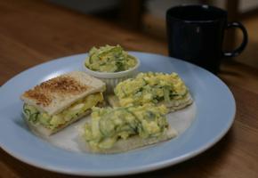 온가족이 즐기는 아삭 계란 샌드위치