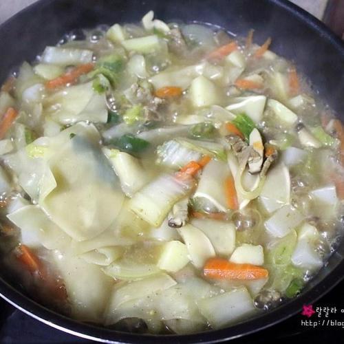만두피로 만드는 수제비 - 만두피 수제비