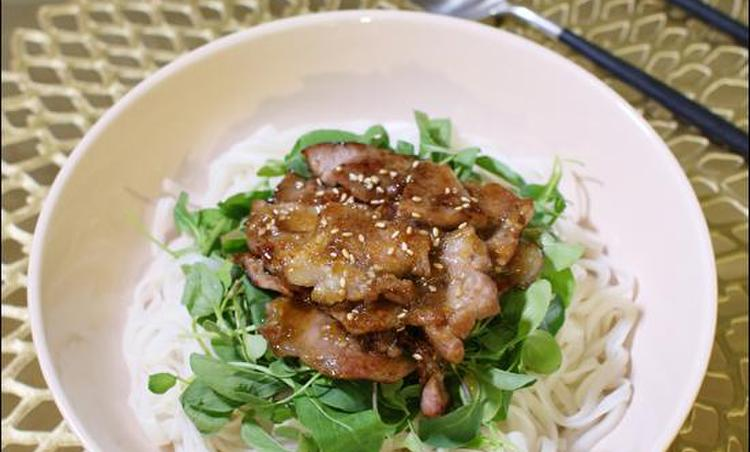 비법의 '오리엔탈 비빔 쌀국수'