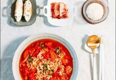 얼큰하게 한그릇, 해장용 요리로 제격인 '토마토라면' 만들기
