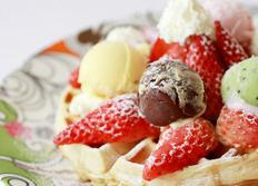 딸기향이 솔솔 딸기 아이스크림 와플