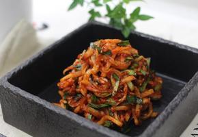 초간단 무생채 만들기!!~ 보쌈이랑 먹으니 맛있다.