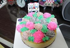 장미로 장식한 고구마 치즈케이크