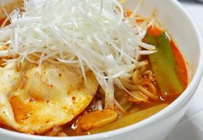 [라면 맛있게 끓이는 방법] 쌀쌀한 날에 잘 어울리는 얼큰한 대파라면 :: 남성렬 쉐프 레시피
