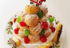 슈와 에클레어로 장식한 크리스마스케익