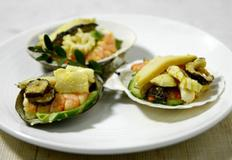 톡쏘는 맛이 환상인 해물겨자채