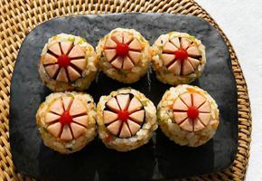 햄으로 만드는 꽃 주먹밥 도시락 메뉴