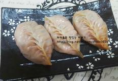 따끈따끈 매콤하고, 속이 꽉차! 맛있는 김치만두~!!