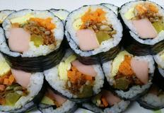 멸치김밥, 재료 듬뿍넣은 왕김밥