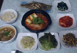 무나물&파래무침&배추된장국&가자미구이&멸치귤피볶음&김치찌개