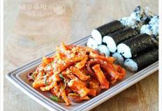충무김밥 무말랭이 오징어초무침, 오징어초무침, 무말랭이무침
