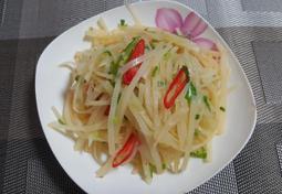 아삭아삭 식감까지 맛있는 중국식 감자채무침