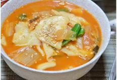 <삼시세끼 김치수제비> 종가집 포기김치로 끓인 얼큰 수제비