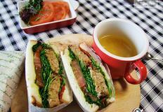 유자청넣은 돼지고기와 채소 넣은 샌드위치