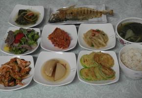 박나물, 호박전, 수조기구이, 쇠고기샐러드, 오이양파무침, 근대된장국