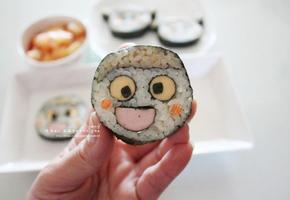 귀엽고 깜찍한 스마일 김밥