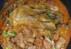 묵은지 등뼈찜, 묵은지의 깊은맛과 부드러운 고기의 조화