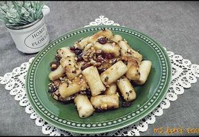 시나몬 향이 솔솔! 오도독하게 씹히는 식감이 예술! 견과떡강정