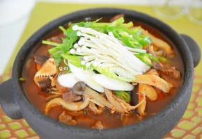 쫄깃 칼칼 소고기 버섯매운탕