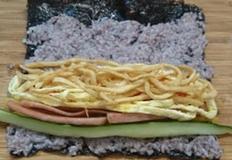 사각 어묵 길다랗게 채썰어서 볶았어요~ 반찬 말고도 김밥이나 국수에 넣어 먹기 좋아요:)