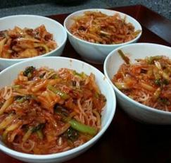 입맛돋구는 새참메뉴 김치비빔국수 만들기