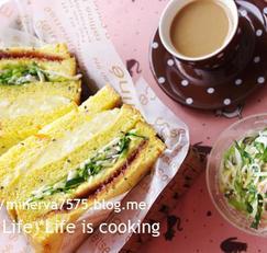 양배추, 감자달걀, 딸기잼으로 만든 3단 샌드위치