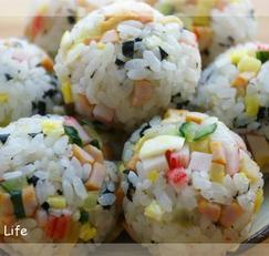 꼬마김밥, 주먹밥, 붉은 만두어묵탕, 떡라면)