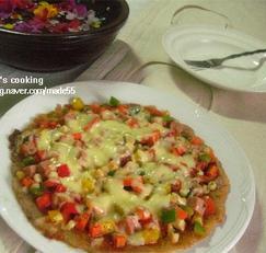 프라이팬으로 만든 햄 파프리카 피자