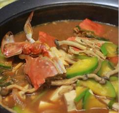 꽃게를 넣은 된장찌개와 열무비빔밥