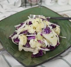 마늘드레싱을 곁들인 컬리플라워 샐러드