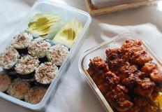 '참치김밥' 과 '매운닭꼬치구이'