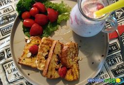 프렌치토스트:까끌까끌한 아침입맛을 부드럽게 감싸줘요(with리얼딸기우유)