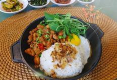 베트남식 매운닭고기 덮밥..(카오랏카파오..르번미)