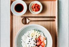 수란을 곁들여 한단계 업그레이드 '아보카도 연어 덮밥' 만들기