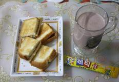 너무간단하지만 정말 맛있는 토스트-크림치즈딸기쨈 토스트