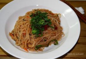 쫄깃한 식감좋은 쌀면 비빔국수