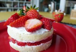 오븐없이 뚝딱~ 만든 딸기 케이크, 애들이랑 만들었어요.