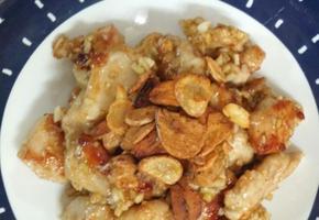마늘 후레이크를 곁들인 애플갈릭치킨