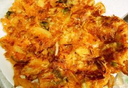 """입맛 없을때 먹기 좋은 """"김치 삼겹살 부침개"""" 한 접시"""