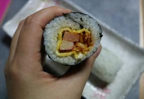 김밥에 진미와 스팸을 곁들여서 맛있는 김밥만들기