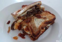 필리 치즈 스테이크 샌드위치(Philly Cheesesteak Sandwich)