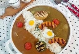 두가지 맛을 한번에 즐기는 카레라이스(토마토카레와 매운카레)