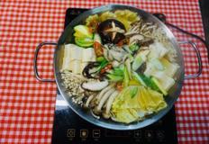 보글보글 끓여먹는 겨울철보양식 버섯 굴 전골