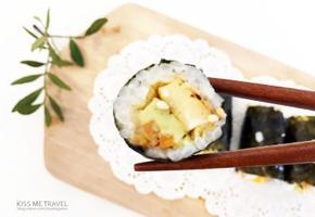 한 입에 쏙쏙! 귀여운 '아보카도 김치김밥' 만들기 *