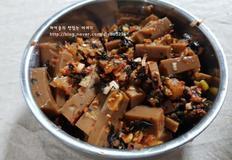 탱글탱글 도토리묵. 김치송송 썰어, 맛있게 무쳐먹어요! :: 도토리묵김무침/도토리묵김치무침