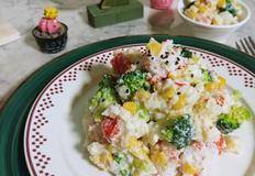 꽃맛살 샐러드(요거트만 넣어 칼로리를 낮췄어요)