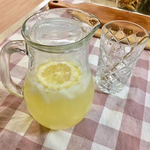 과육팡팡 생레몬에 꿀 넣은 <허니 레몬에이드>