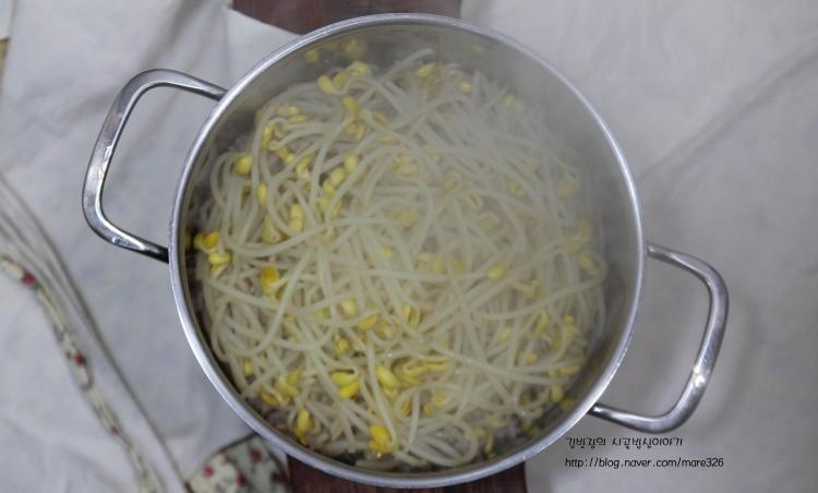천원의 행복! 콩나물밥에 달래간장.