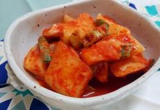 충무 김밥집 석박지