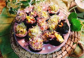 파파야 샐러드김밥/파파야는 칼로리가 낮아 다이어트에도 좋아요~또한 비타민C와 카로티노이드가 풍부하답니다.